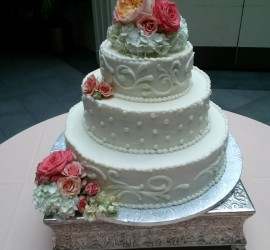 wedding flowers on cake-Eng Club-2014-08-23 15.17.35
